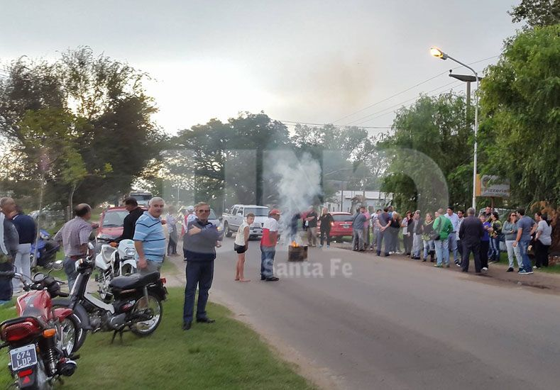 Corte en la Ruta 11 a la altura del acceso a la Autopista Santa Fe - Rosario
