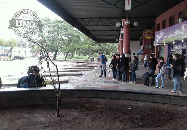 Nuevas quejas de usuarios de transporte  entre Santa Fe y Paraná