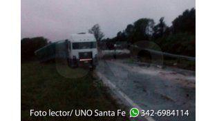 tres camiones y una camioneta chocaron en la Ruta Nacional 34. Foto lector.
