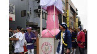 Japón rinde culto a la masculinidad en un festival donde se piden protecciones especiales