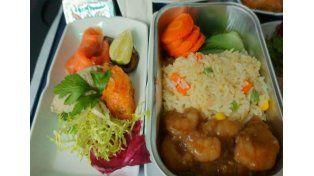 ¿Cuánto les cuesta a las aerolíneas la comida que sirven en los aviones?