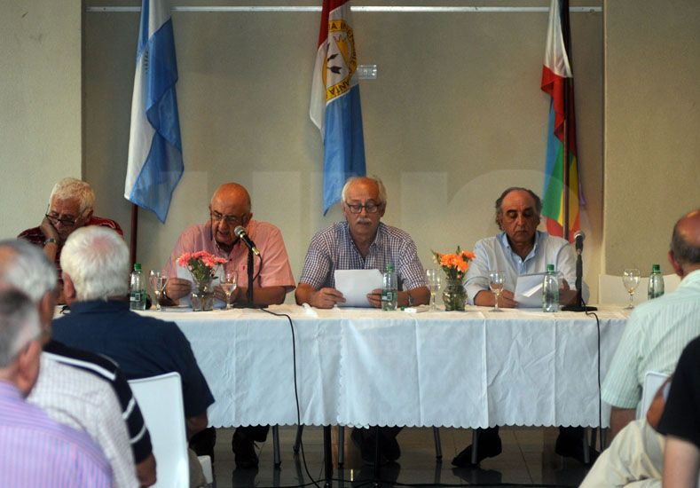 Participación. Busatto agradeció la presencia de numerosos afiliados en la asamblea anual. Foto: Mauricio Centurión / UNO Santa Fe
