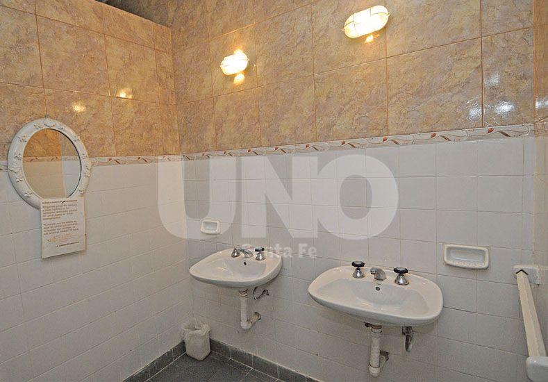 Un lujo. Los baños fueron remozados para cumplir con las demandas del socio. Fotos UNO/Manuel Testi