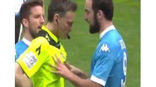 Higuaín marcó un gol, luego fue expulsado e increpó al árbitro