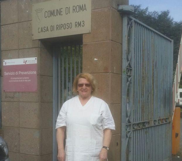 Blanca en su actual trabajo en un centro de salud para ancianos.