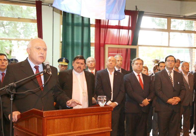 El gobernador durante el acto del Día del Veterano y los Caídos en la Guerra de Malvinas que se celebró en Reconquista.