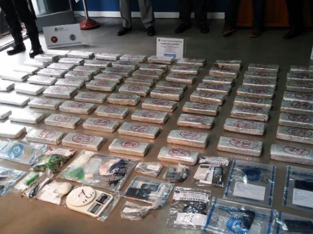 La droga incautada fue exhibida hoy en la sede de la Policía Federal.