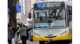 Servicio público. Miles de santafesinos usan a diario el transporte de colectivos para trasladarse. UNO de Santa Fe/Manuel Testi
