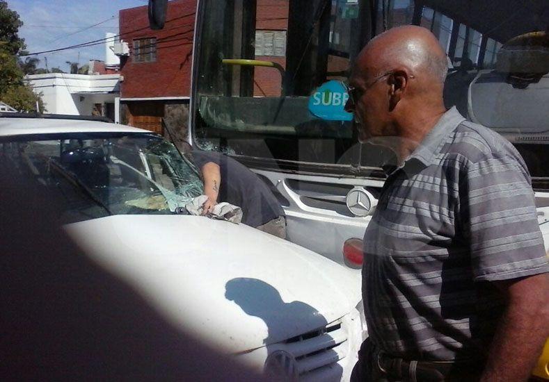 Violento accidente en Castelli y San Martín