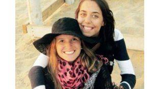 Llegaron los cuerpos y velan a Marina y María José, las jóvenes asesinadas en Montañita