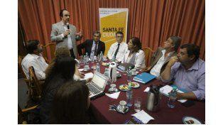 Escuelas de Trabajo: José Corral presentó el programa a autoridades de la UNL