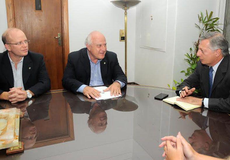 Gestión. Lifschitz (centro) y Contigiani buscaron alternativas en su encuentro con Aranguren (derecha) / Foto: Gentileza Gobierno de la Provincia de Santa Fe