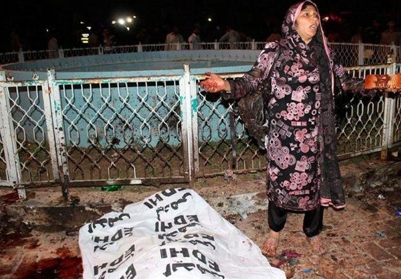 Casi 70 muertos en un atentado en un parque infantil de Pakistán