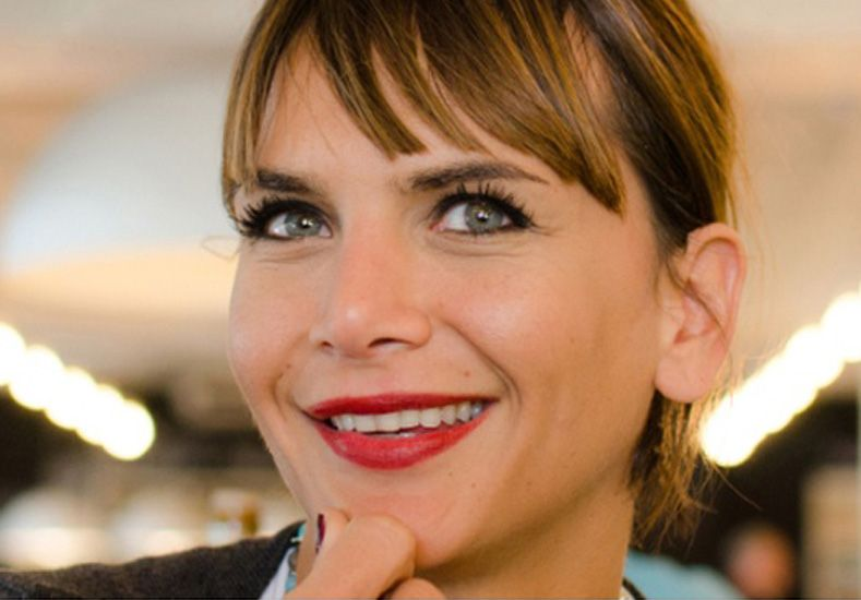 Amalia Granata tiene un admirador secreto que le envía lujosos regalos
