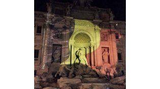 Hubo homenajes a las víctimas de los atentados en la Fontana Di Trevi.