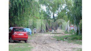 Camino. La Cava tiene una extensión de tres cuadras. Allí viven unas 121 familias. Foto: José Busiemi / UNO Santa Fe
