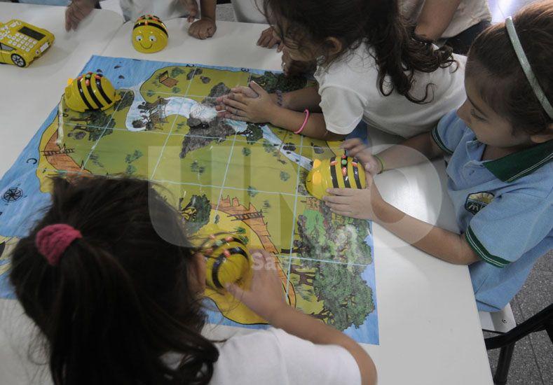 Descubrimiento. La primera instancia con los alumnos es la exploración libre de los dispositivos. Foto: Juan Baialardo / UNO Santa Fe
