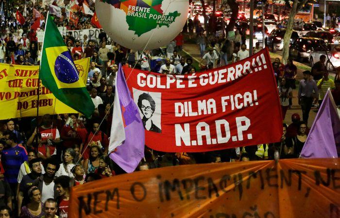 Dilma fica. Los organizadores dijeron que hubo 30 mil personas