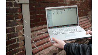 El proyecto busca eludir el uso de internet para descargar archivos.