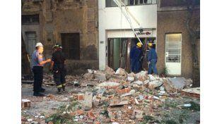 Graves destrozos. La tremenda explosión provocó caída de materiales sobre Balcarce y daños en las adyacencias.