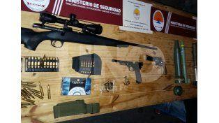 La policía encontró un verdadero arsenal de guerra en un auto en Rosario.