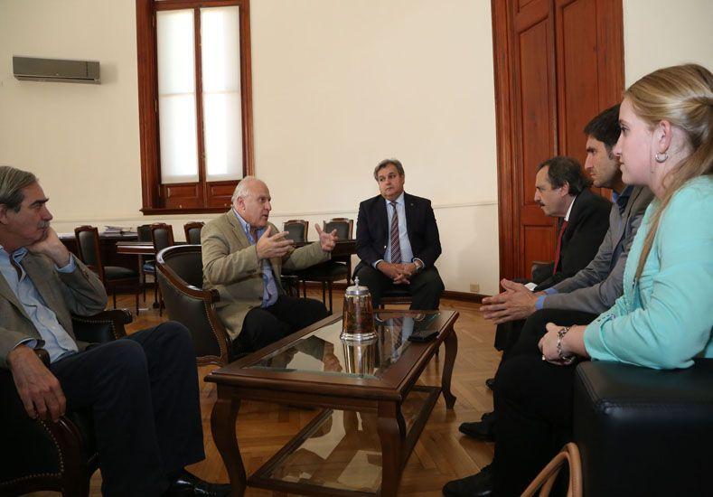Las autoridades durante el encuentro / Foto: Gentileza Prensa Gobierno de la Provincia de Santa Fe
