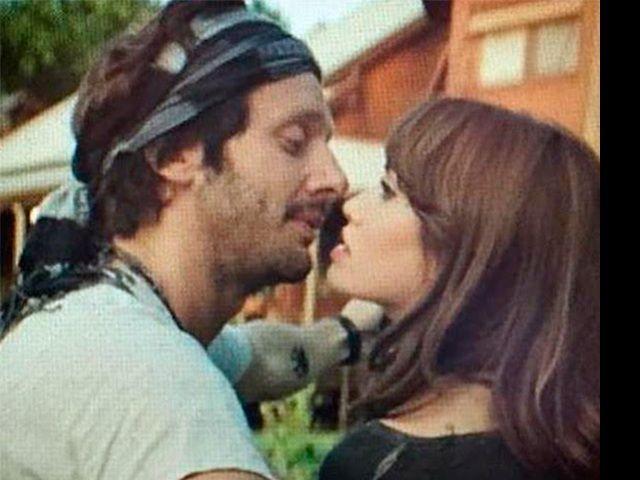 El nuevo Vicuña no para, ahora a los besos con Lali Espósito