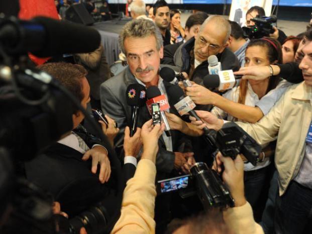 Rossi cargó las tintas contra el legislador rafaelino Omar Perotti.
