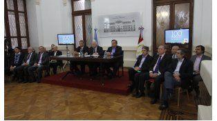 Lifschitz y el resto de su gabinete durante la presentación. Gentileza: Gobierno de la provincia de Santa Fe