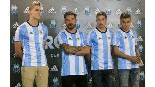 El elenco albiceleste estrenará la camiseta el jueves ante Chile.