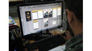 Desarrollo. La secretaría de Comunicación se encuentra delineando las funciones de la aplicación / Foto: Juan Manuel Baialardo - Uno Santa Fe