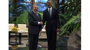 Histórico encuentro entre Obama y el presidente de Cuba