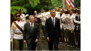 Obama fue recibido con honores militares en el Palacio de la Revolución. Una banda militar tocó el himno de Estados Unidos en la sede presidencial cubana en honor al huésped.