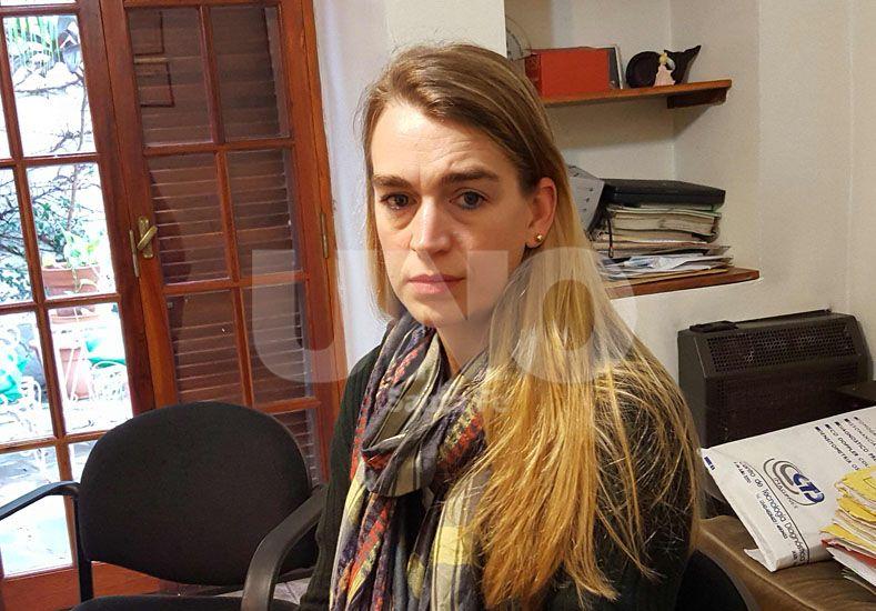 Angustia. Su exesposo desapareció con sus hijos en Santa Fe. Ella llegó de Alemania el viernes y todavía no los pudo hallar.