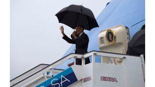 Obama al arribar al aeropuerto habanero.