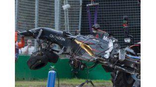 Alonso salva la vida a 310 km/h tras un escalofriante accidente