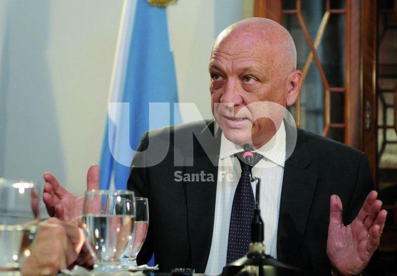 Bonfatti sostuvo que la única medida que tomó Macri en cien días fue devaluar