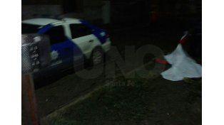 Asesinaron a un hombre con tres balazos y machetazos en Santo Tomé