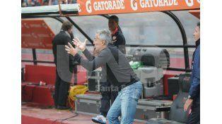 El entrenador rojiblanco no se anduvo con rodeos y enalteció la tarea de los jugadores / Foto: Manuel Testi - Uno Santa Fe