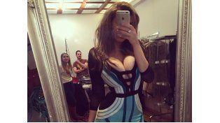 La joven mediática despertó la reacción de sus seguidores con una polémica foto frente al espejo.
