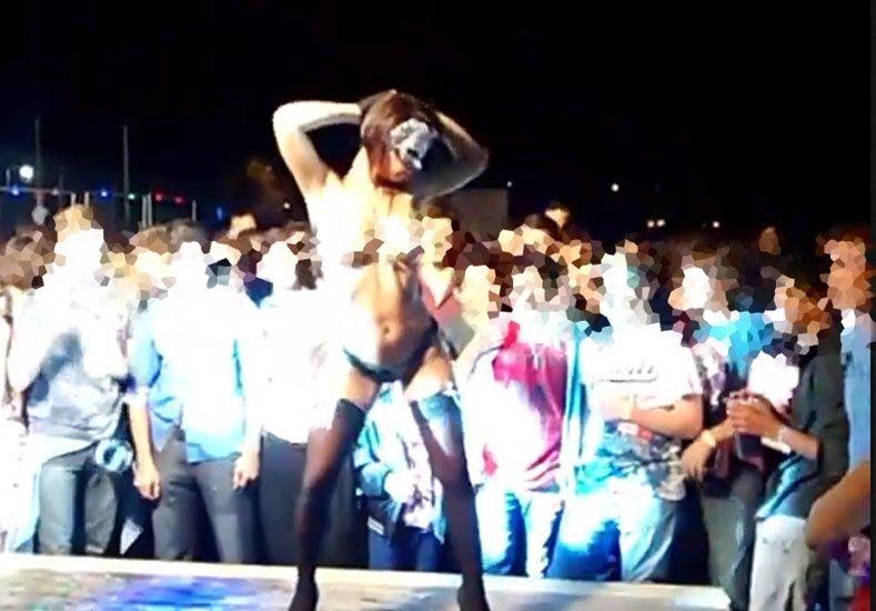 Escándalo en Ramírez por una stripper en una fiesta con adolescentes