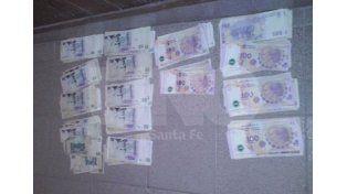 El dinero recuperado tras el robo que sufrió el repartidor.