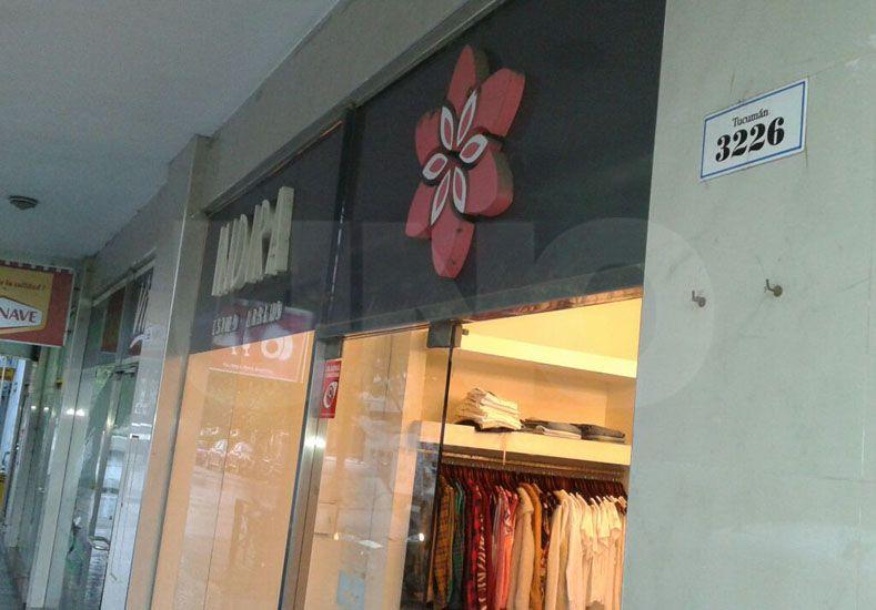 Robaron un local de ropa en el macro centro