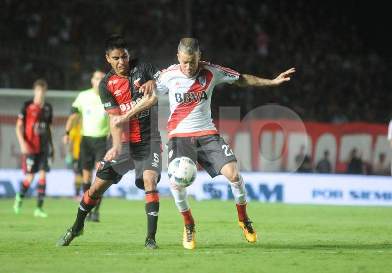 Gerónimo Poblete se recuperó de un esguince en el tobillo derecho y ayer hizo fútbol para los titulares / Foto: José Busiemi