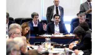 El ministro Prat Gay llegó al Senado para defender el acuerdo con los fondos buitre