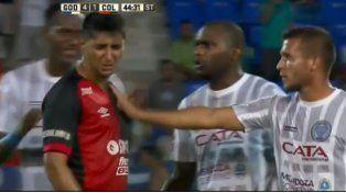 Reincidente. Alan Ruiz hizo un gesto desagradable frente  al uruguayo Santiago García. Ya había tenido problemas en Brasil.