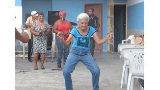 Una abuela de 90 sorprende a todos con su baile