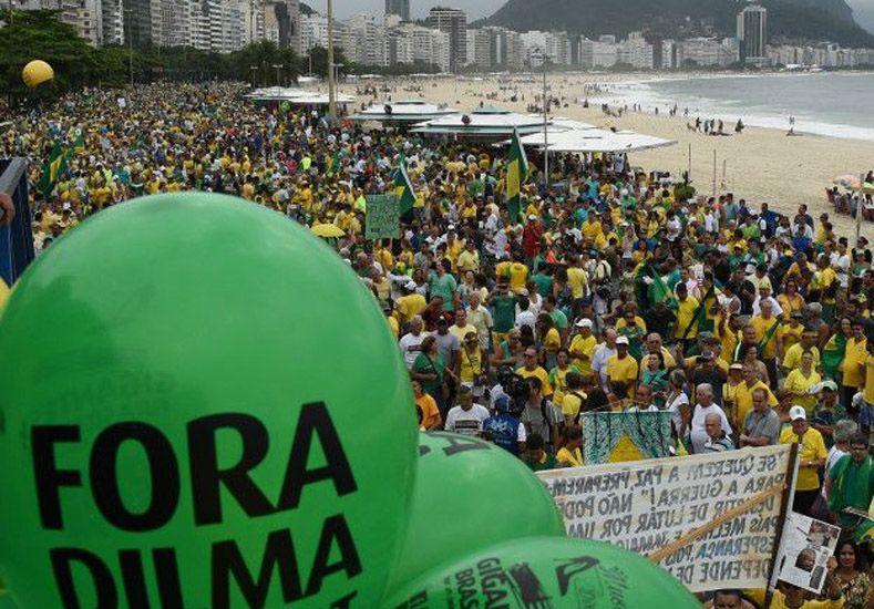Multitudinarias marchas contra el gobierno de Rousseff en Brasil