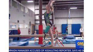 Una gimnasta de una pierna impresiona a los jueces de las competencias