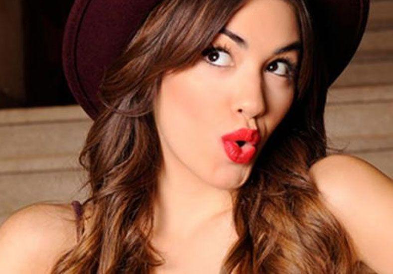El video que muestra a una joven actriz chupándole el ombligo a Lali